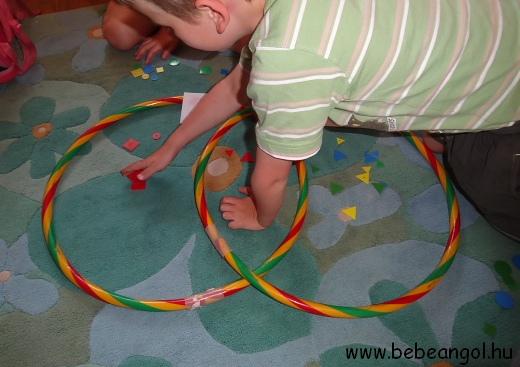 matekozzunk játékosan a gyerekekkel angolul - Venn-diagramm hullahopp karikákkal