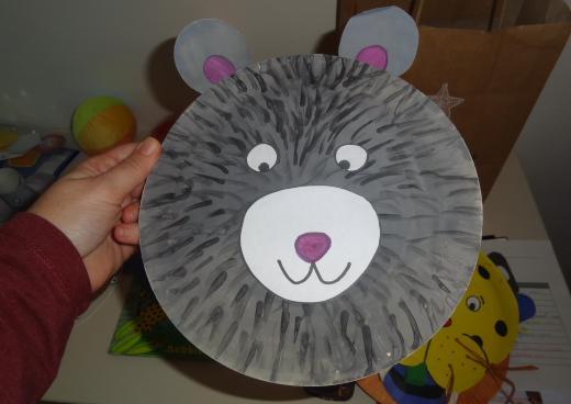 papírtányér maszkok az Animal Boogie Barefoot Book dal játékos feldolgozásához