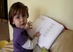 az ovis Maya angol gyerekdalokat énekel otthon