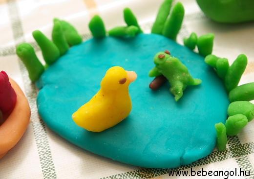 One little speckled frog sat on a speckled log... - angol gyerekdalok illusztrálása sóliszt gyurmával
