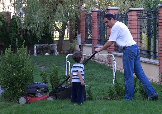 fűnyírás Apával - Two men went to mow