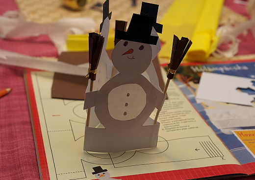 készül a kreatív hóember