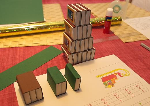 karácsonyfa alakú adventi naptár gyufásskatulyából